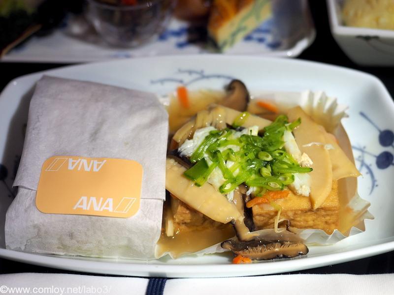 全日空 NH850 バンコク – 羽田 機内食 主菜 生揚げ豆腐の蟹野菜餡掛け 浅蜊とグリーンピースの御飯