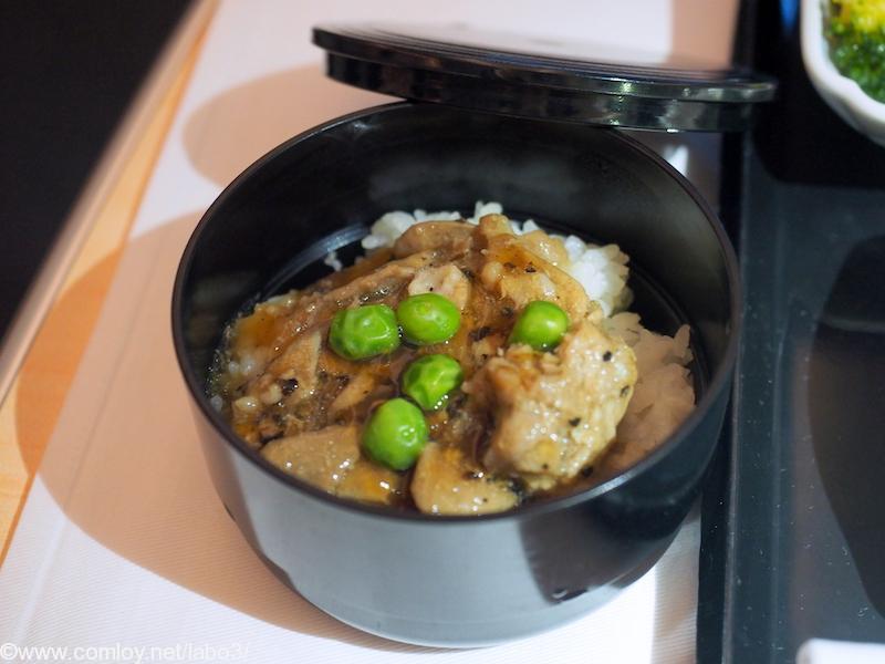 全日空 NH850 バンコク – 羽田 機内食 「豚肉の黒胡椒ソース炒め」