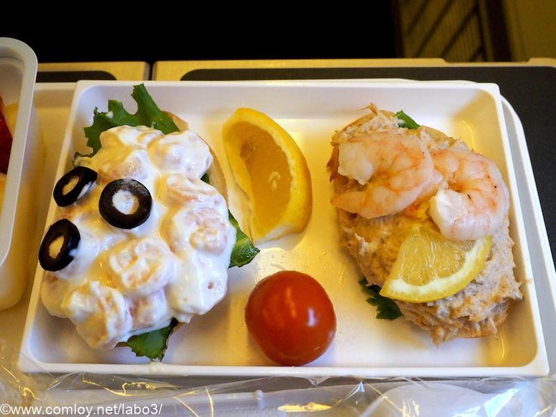 日本航空 JL785 ホノルル - 成田 エコノミークラス機内食 海老とツナのオープンサンド
