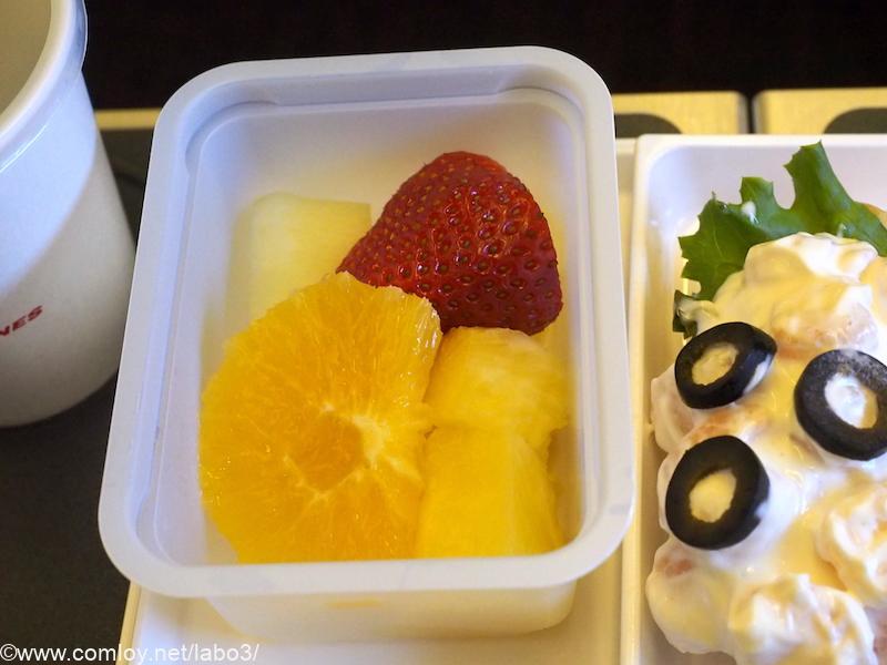 日本航空 JL785 ホノルル - 成田 エコノミークラス機内食 デザートのフルーツ
