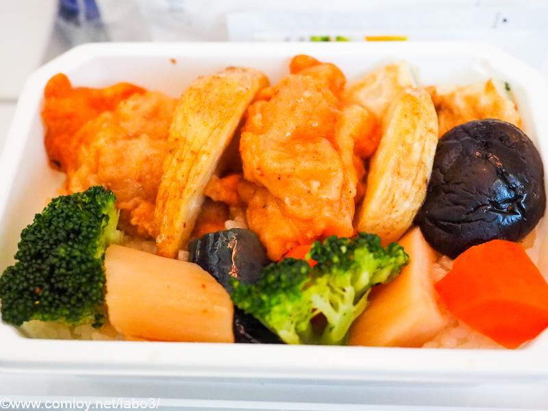 全日空 NH853 羽田 - 台北(松山)エコノミークラス機内食 鶏唐と彩り野菜弁当