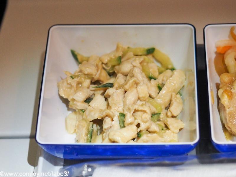 全日空 NH854 台北 - 羽田 エコノミークラス機内食 小鉢 蒸し鶏と胡瓜の胡麻和え