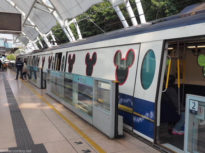 電車もディズニー。