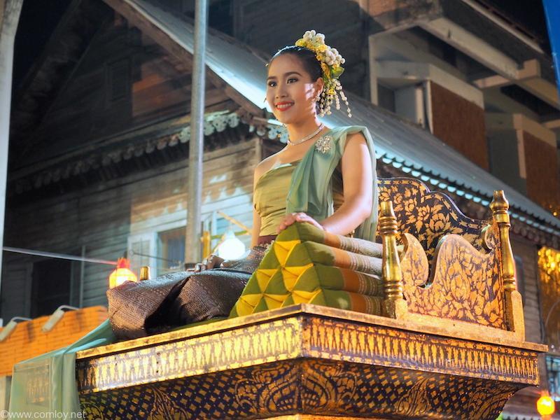 タイ風のお神輿