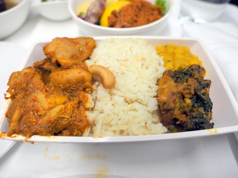 マレーシア航空 MH776 クアラルンプール - バンコク機内食 MAINCOURSE Chicken cooked in cinnamon, clove, garlic, ginger and nutmeg, cumin rice, lentils and fried broccoli pakoda