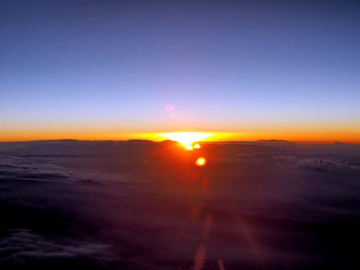 上空からの朝焼け