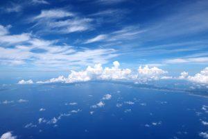 沖縄の空と海