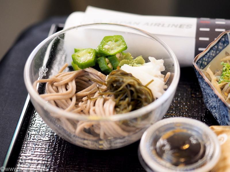 日本航空 JL98 台北(松山) - 羽田 ビジネスクラス機内食 口取 そば 山芋と納豆昆布添え