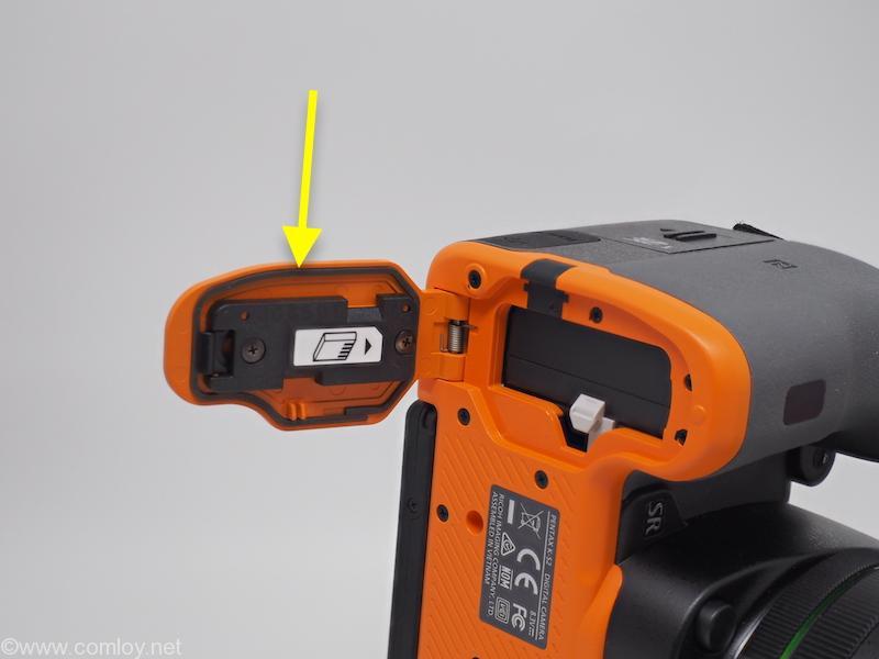 PENTAX K-S2 バッテリーのところもちゃんとシーリングされています。