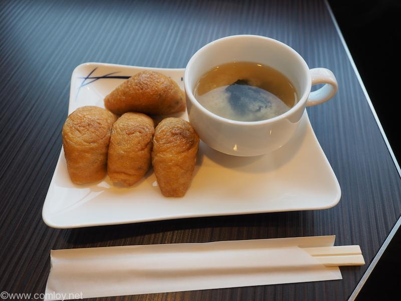羽田空港 ANA SUITE LOUNGE お稲荷さんと味噌汁