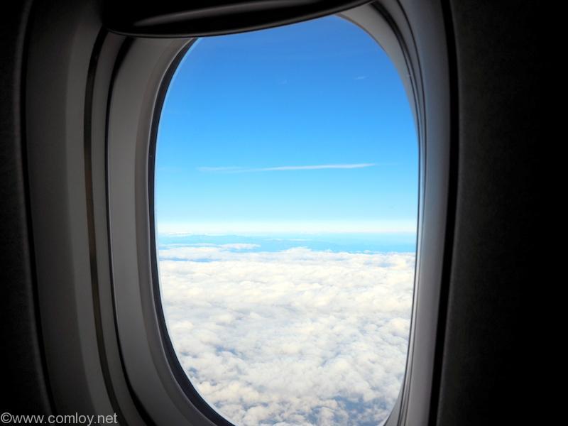 飛行機の機窓から