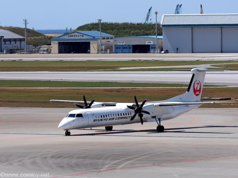 Ryukyu Air Commuter RACのプロペラ機も着陸して来ました。いつまにRACもJAL塗装に!