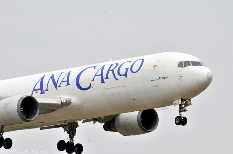 ANA CARGO B767-300 機体番号JA8664 型式Boeing767-381/ER(BCF) 製造番号27339/556 登録2010/08