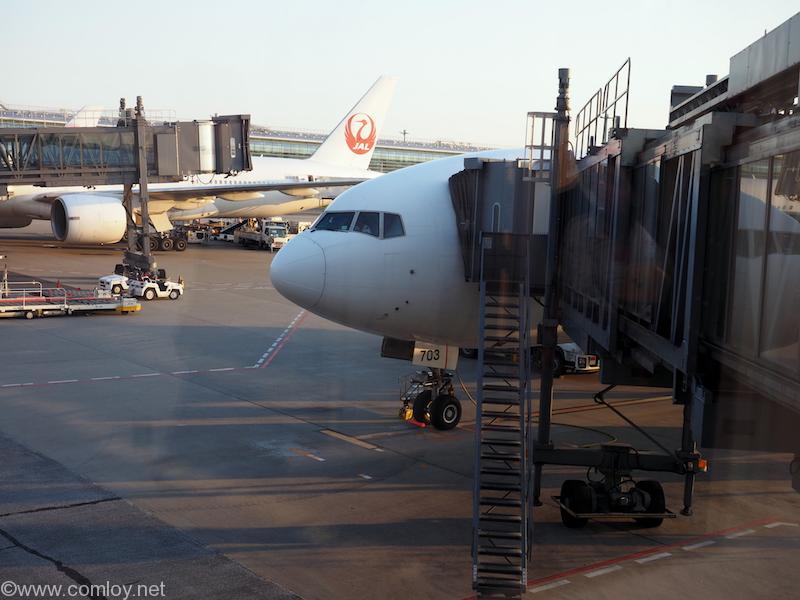 JA703J Boeing777-246/ER 32891/427 2003/02