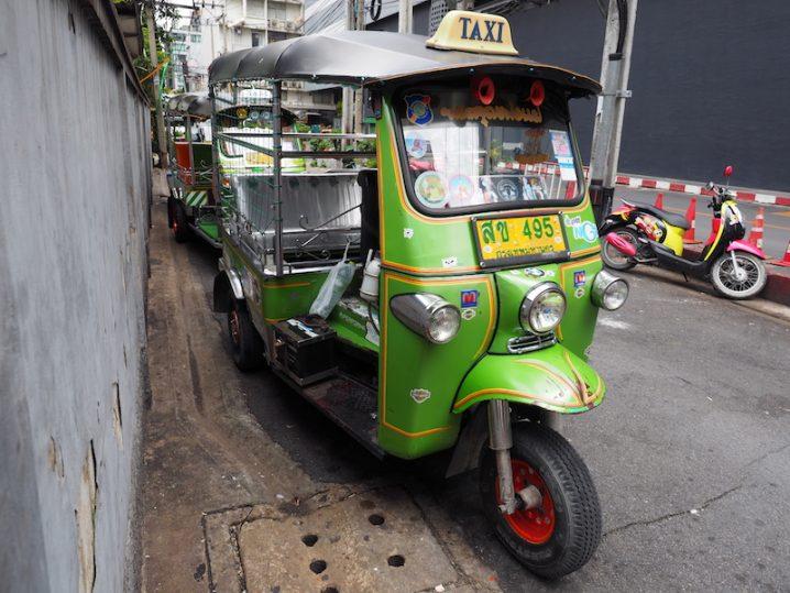 バンコクでは珍しくなったトゥクトゥク