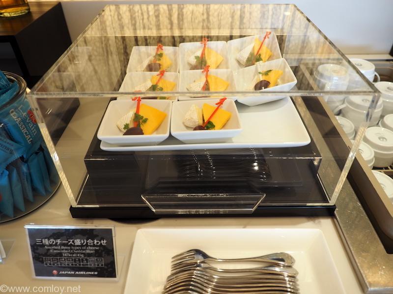 羽田空港JALファーストクラスラウンジ 三種のチーズの盛り合わせ