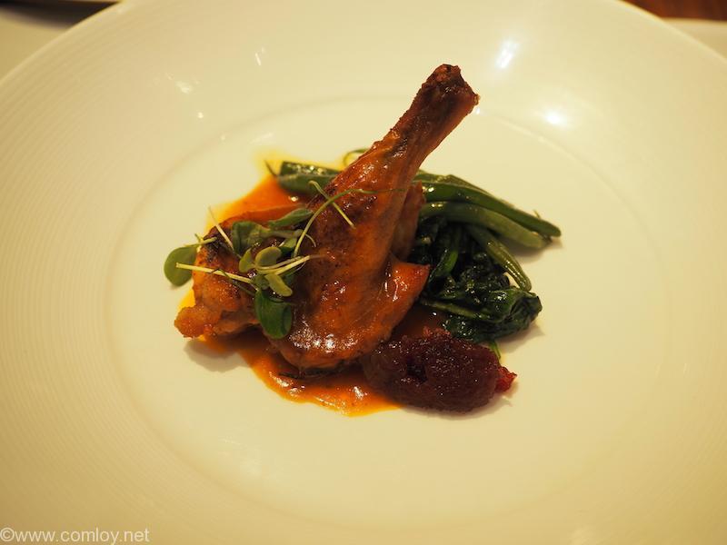 キャセイパシフィック 航空 ファーストクラスラウンジ「THE WING」「The Heaven」 Roasted Spring Chicken with Calvados and Cranberries